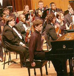Арсентий Харитонов с оркестром